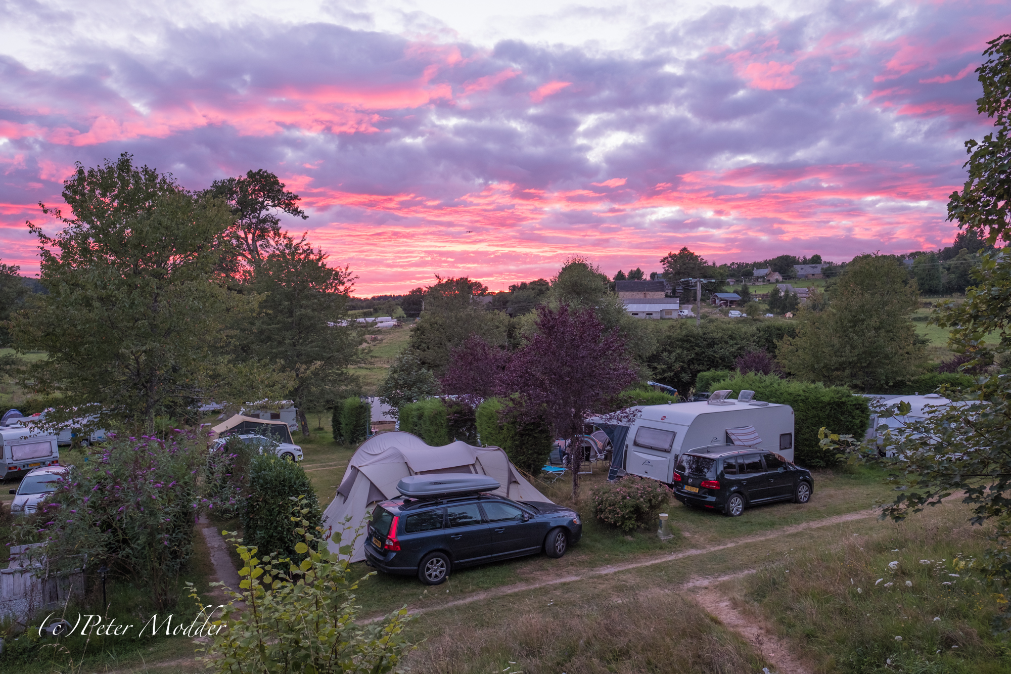Avondschemering op de camping