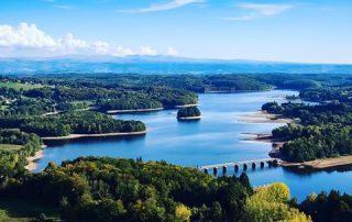Lac de la Triouzoune Neuvic naast camping Le Soustran