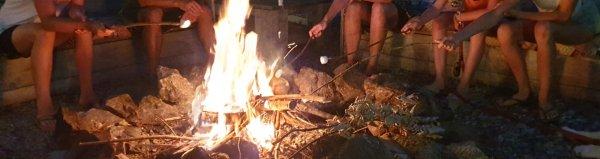 Heel wat avondjes vuur op de vuurplek, wat was het gezellig. Heerlijk genoten van elkaar, jong en oud, met of zonder marsmallows ;-)